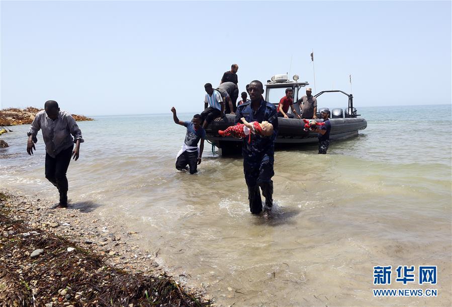 (国际)(1)利比亚西部海域一非法移民船只倾覆 3人死亡上百人失踪