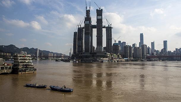 重庆各地洪峰过境-长江水位逼近180米.jpg