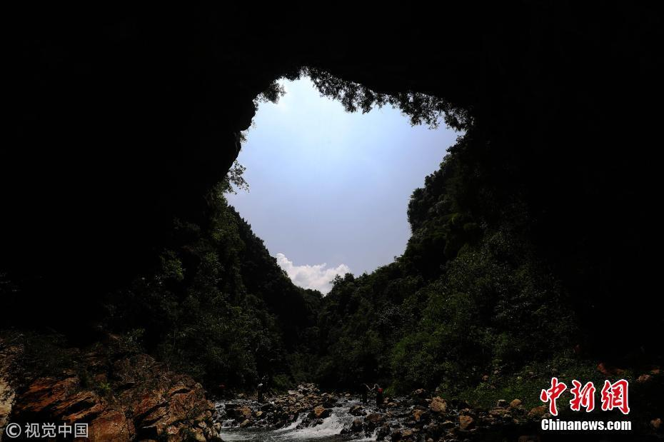 强图打榜 >> 正文    近日,重庆市黔江区旅游部门在深溪河峡谷发现一