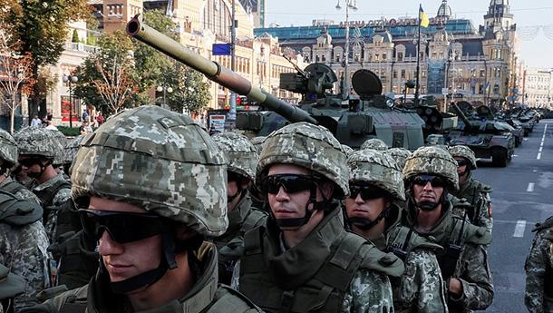 乌克兰独立日阅兵彩排-重甲上阵场面壮观.jpg