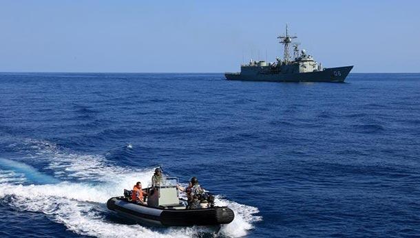 中国黄山舰与16国舰机共同参演海上实兵对抗.jpg