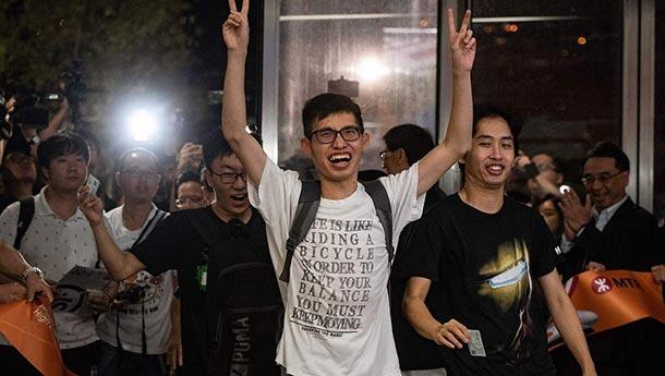 广深港高铁香港段开通-西九龙总站迎来首批乘客.jpg