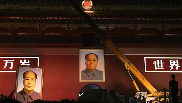 天安门城楼更换新绘毛主席像迎国庆.jpg