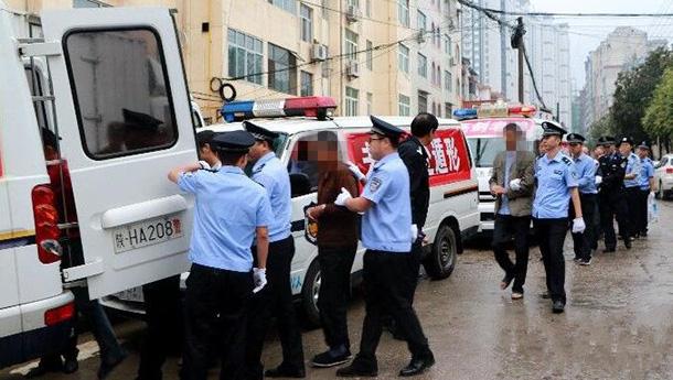 """陕西惩戒""""老赖""""-现场拘留17人.jpg"""