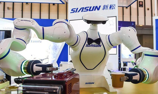 世界智能制造大会在南京开展-场上机器人制作咖啡.jpg