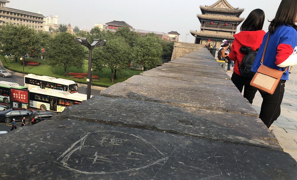 """西安城墙""""旧伤""""未愈又添""""新伤"""".jpg"""
