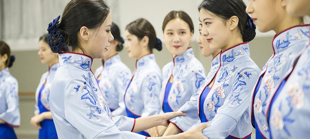 高颜值礼仪志愿者备战第五届世界互联网大会.jpg