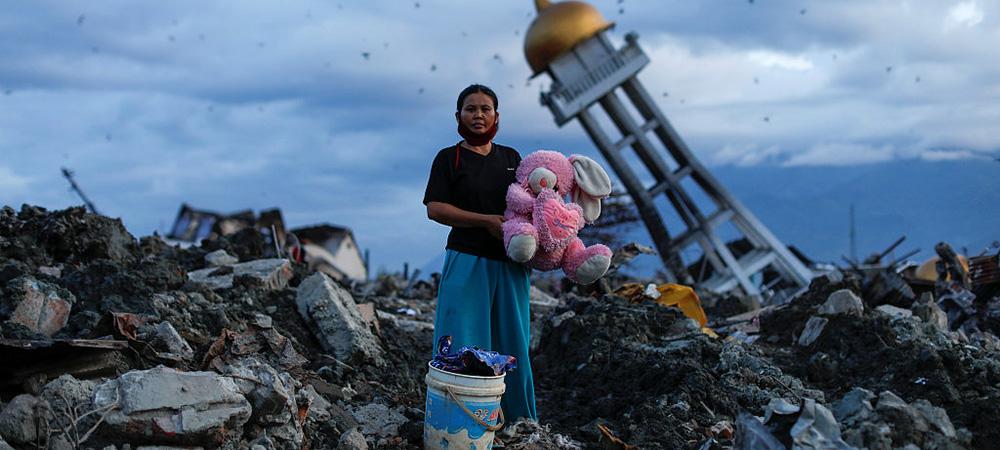 """印尼地震致""""土壤液化""""吞遗体-幸存者搜寻遇难亲人.jpg"""