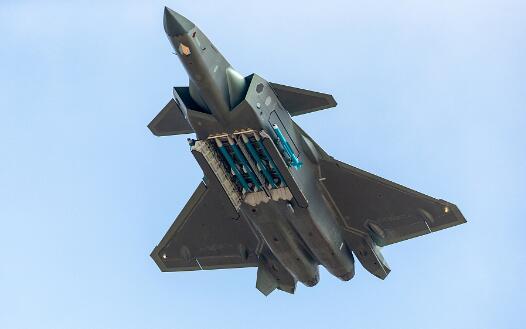 空军副司令员:歼-20战机已具备初步作战能力.jpg