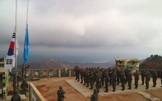 韩朝开始拆除非军事区内哨所 双方将各拆除10处.jpg