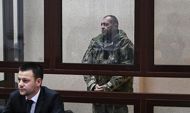 被扣留乌海军抵达法院接受审判-电视台播放画面.jpg
