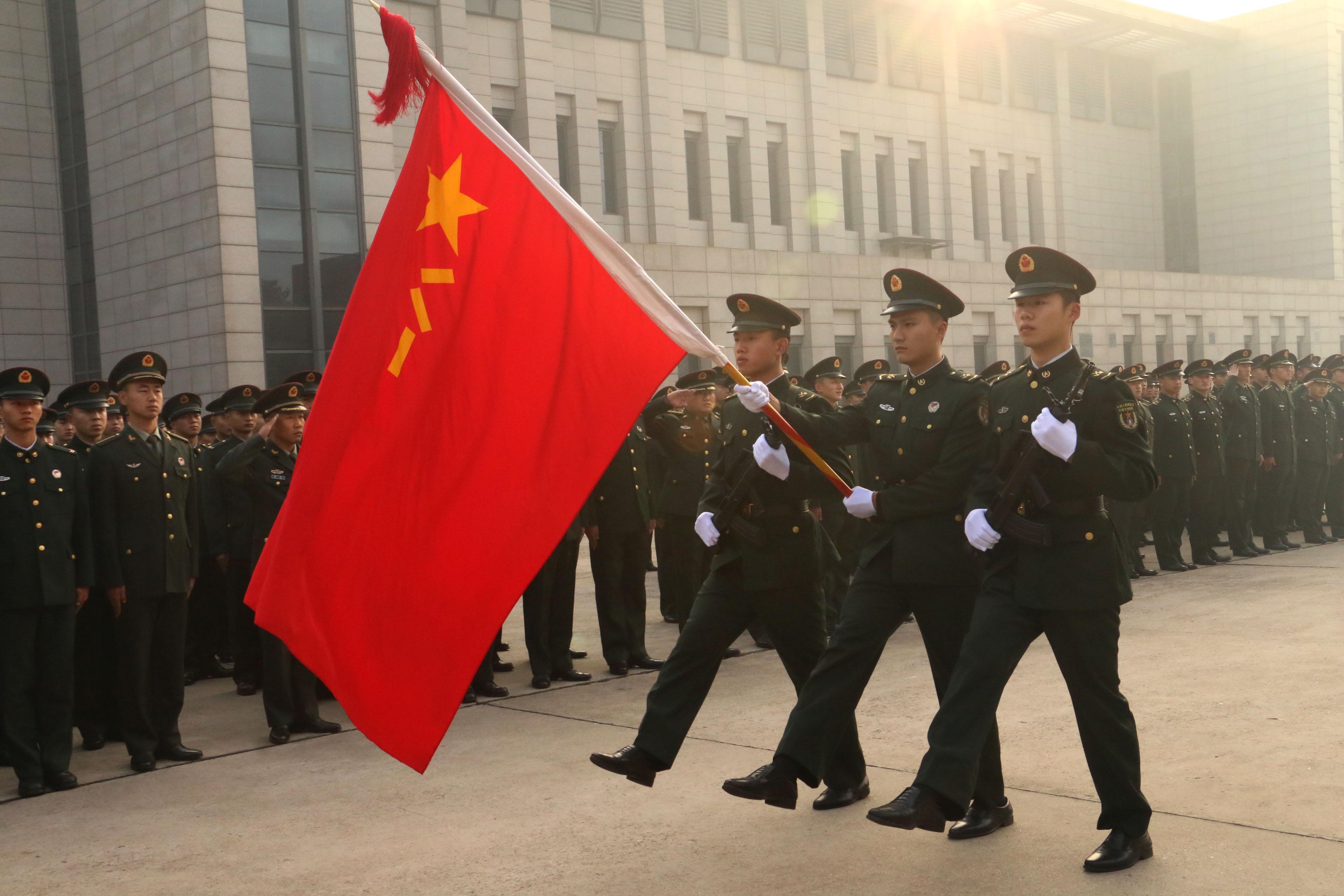 再见,我的军营!火红军旗下最后一个军礼.JPG