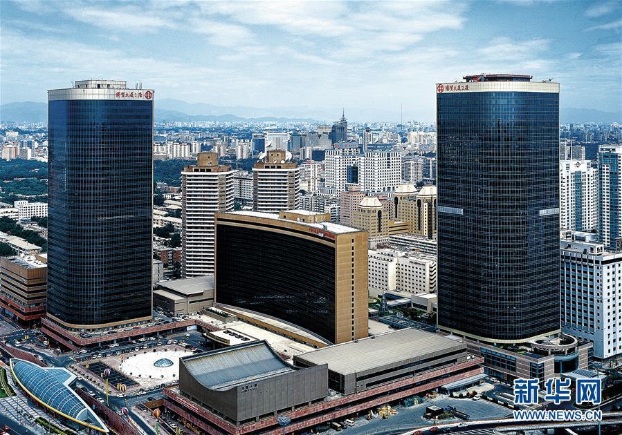 """从一个""""地标""""迈向另一个更高的""""地标""""――""""中国建筑""""发展记"""