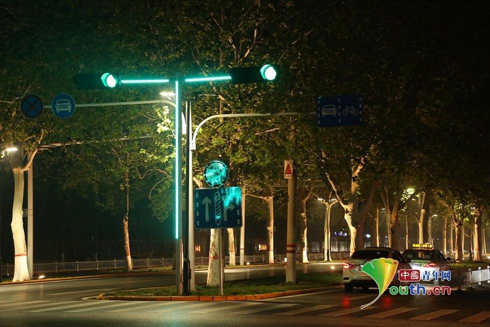 """超炫!""""Plus版""""红绿灯亮相郑州街头"""