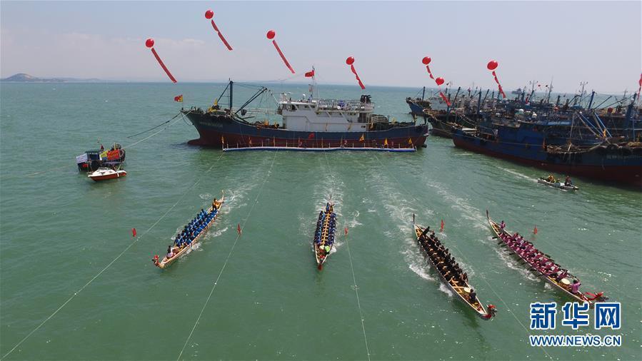 福建石狮:海上休渔海上赛龙舟