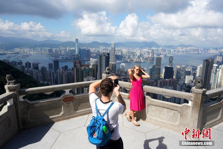 """暴力事件冲击香港旅游业 旺季变""""寒冬"""""""