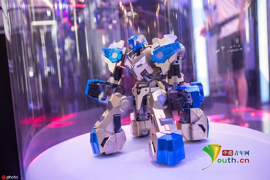 玩机器人游戏还可以减肥 体感机器人亮相杭州造物节