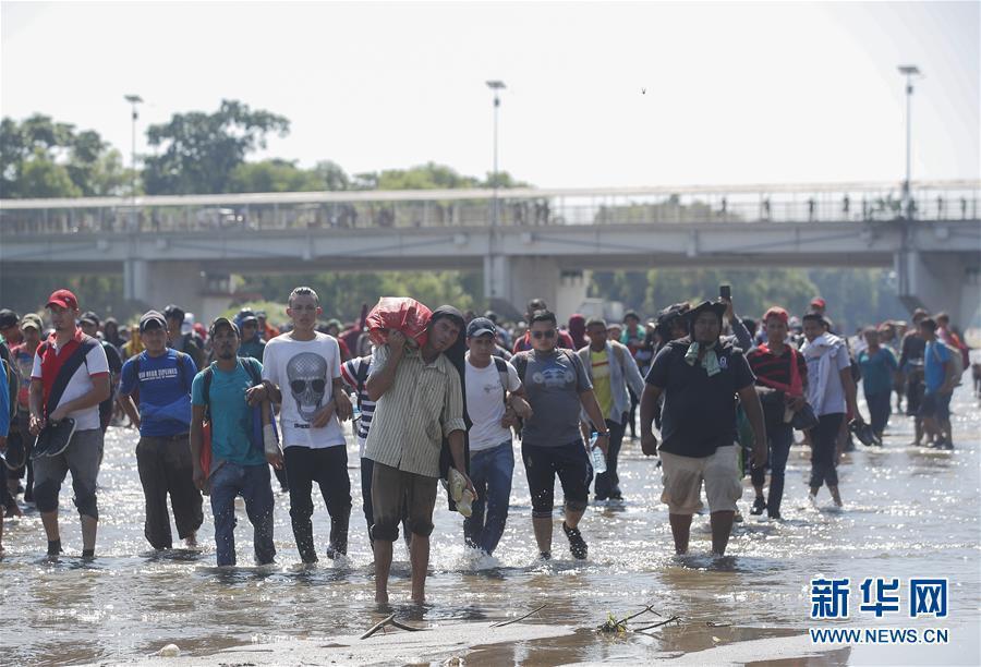 大量中美洲移民试图进入墨西哥
