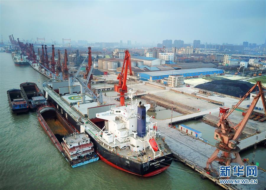 江苏南通:港口节日生产忙